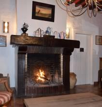 Cheminée du salon du grand gîte de Chartres 28120 Centre-Val de Loire
