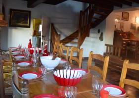la salle à manger du grand gîte de Chartres 28120 Centre-Val de Loire