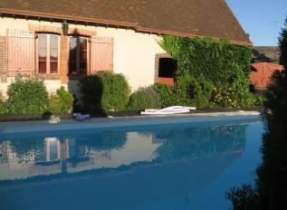 piscine privée chauffée du grand gîte de Chartres
